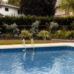 Zakaj je lestev za bazen v večini primerov nepogrešljiva?